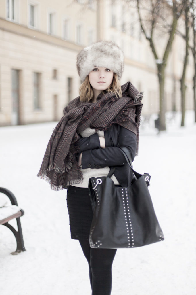 zima kobieta czapka futro śnieg