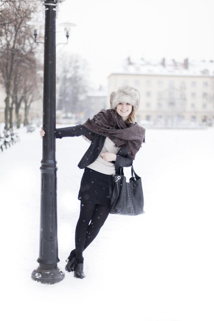 snow happy smile woman class elegant futrzana czapka