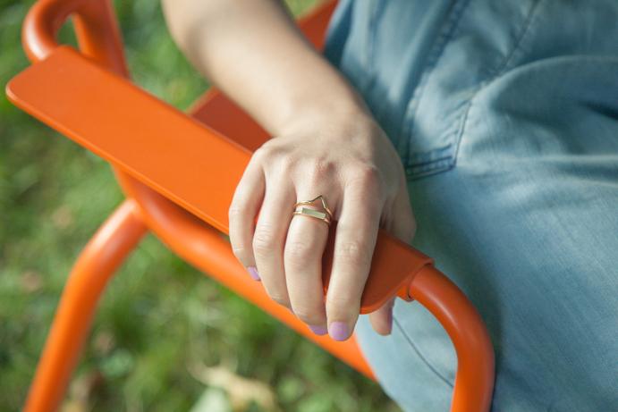 dłonie biżuteria geometria