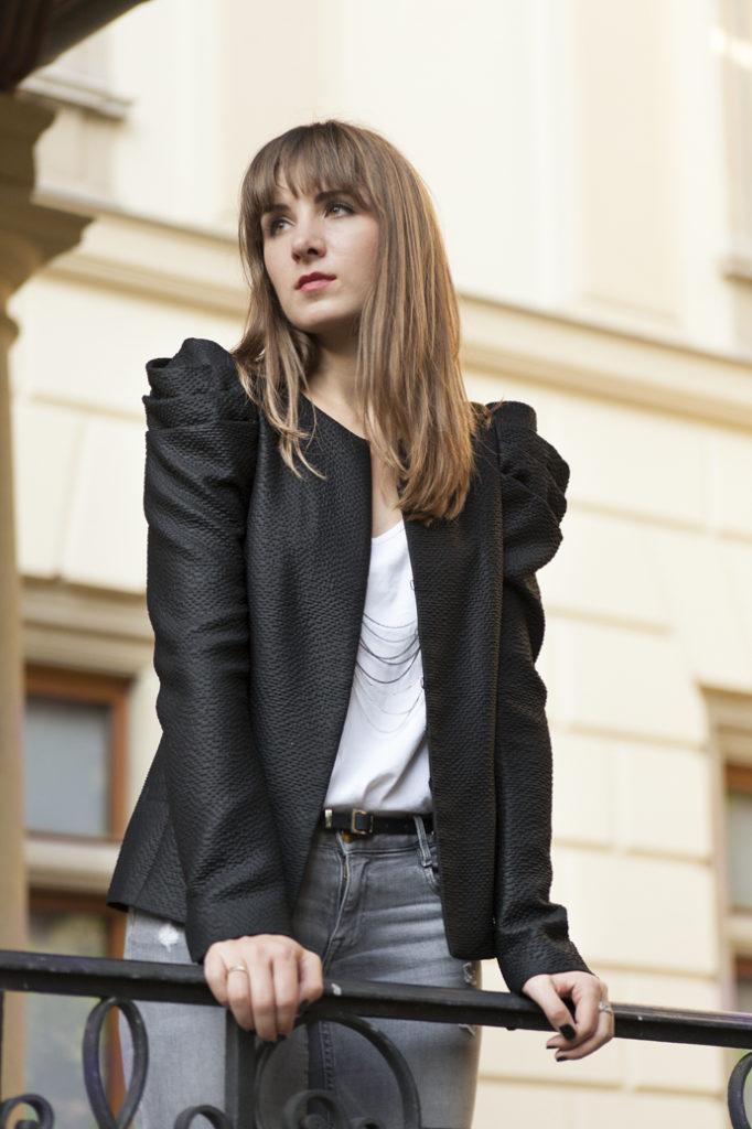 classi-elegante-chic-woman