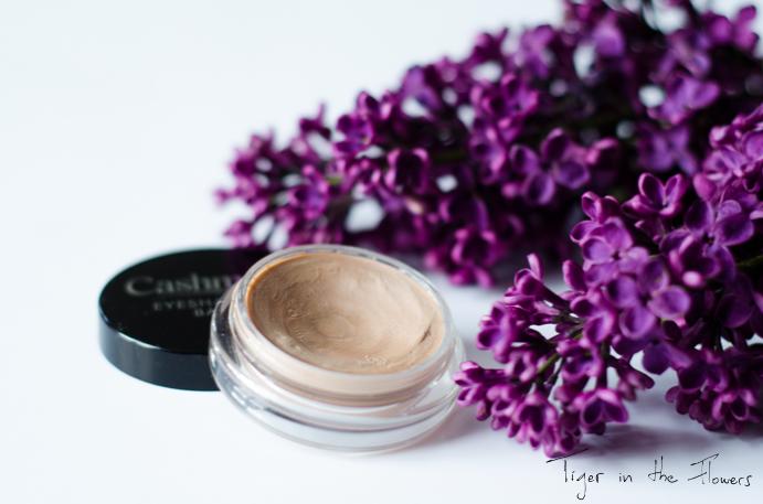 baza-pod-cień-kosmetyki
