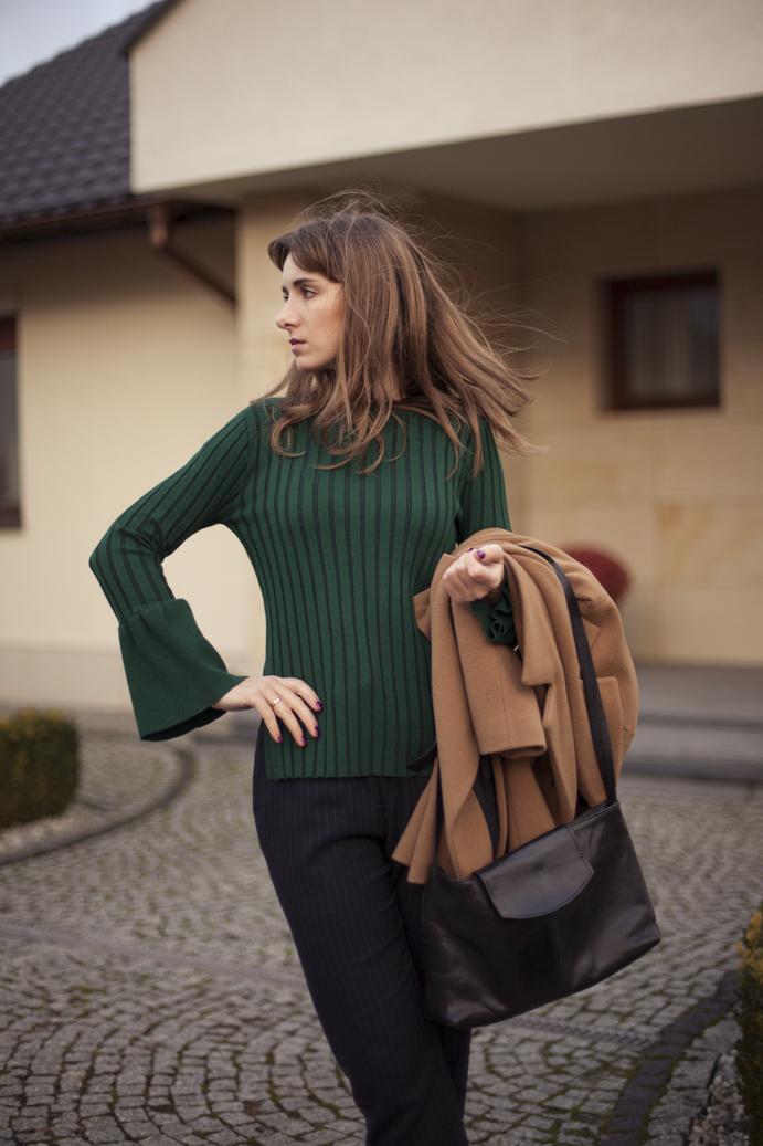 modny szmaragdowy kolor sweter