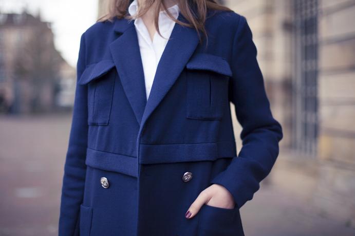 Granatowy militarny płaszcz
