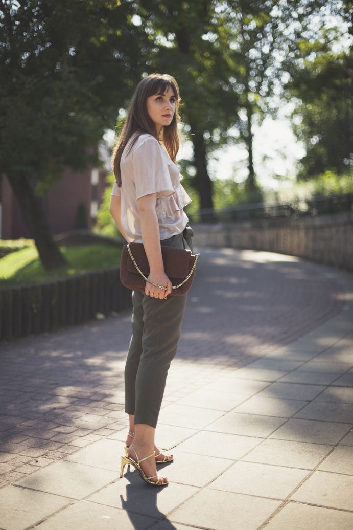 khaki in summer outfit